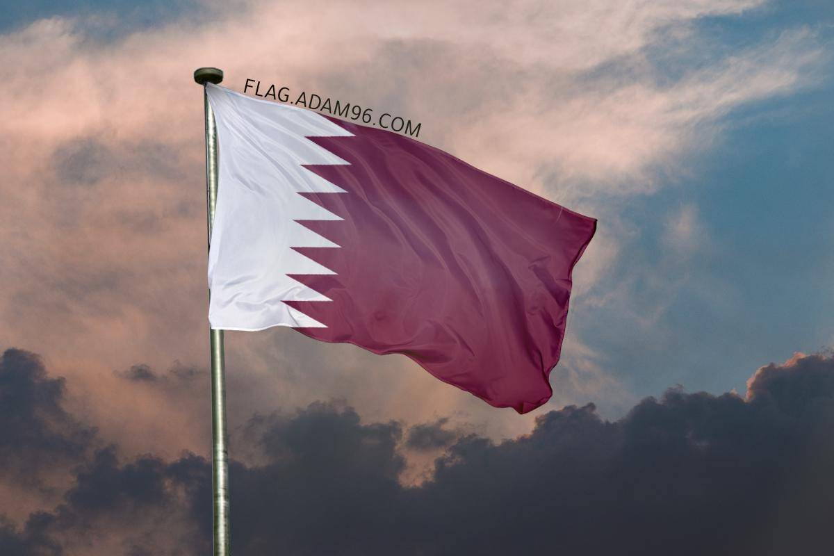 اجمل خلفية علم قطر يرفرف في السماء خلفيات علم قطر 2021