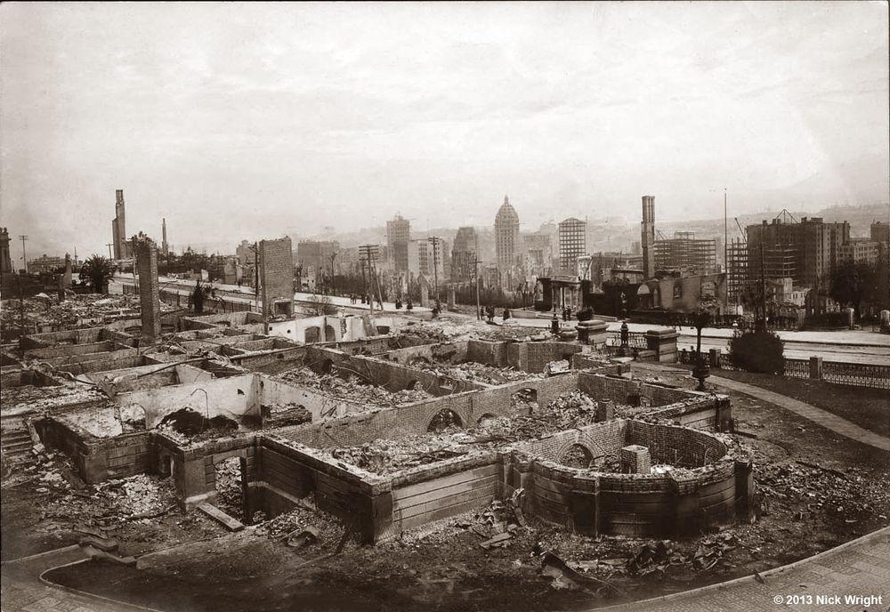 Резиденция Чарльза Крокера, разрушенная землетрясением в Сан-Франциско в 1906 году.