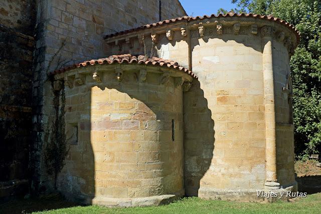 Ábsides de la iglesia de San Pedro de Villanueva, Cangas de Onís, Asturias