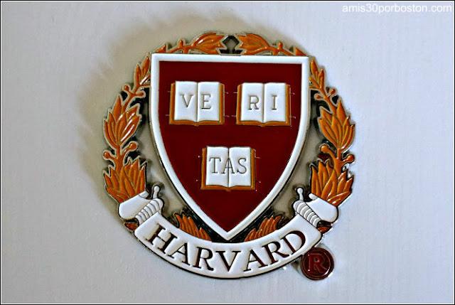Imán con el Escudo de la Universidad de Harvard