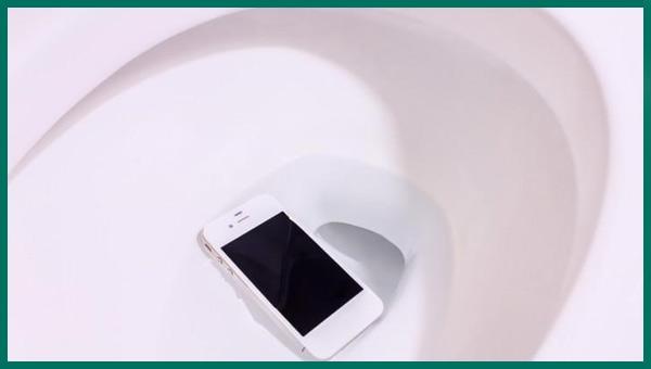 إصلاح تلف الهاتف المياه