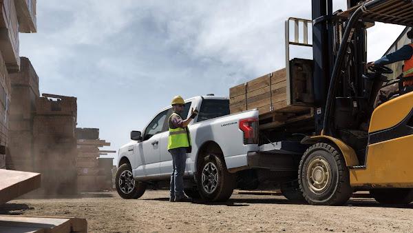 Ford apresenta F-150 Lightining Pro: picape elétrica para uso comercial