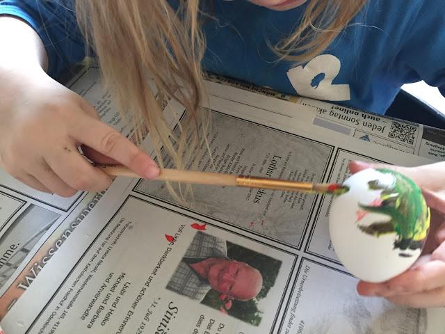 Ostereier bemalen mit Kindern - Jannes malt