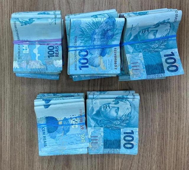Advogada oferece quase R$ 45 mil a policiais militares em troca de liberdade de 'cliente' e dupla é presa por corrupção ativa