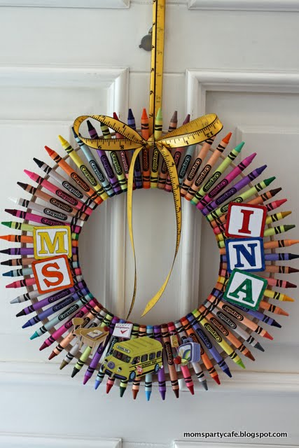 Moms Party Caf 233 Teacher Gifts Continued Crayon Wreaths