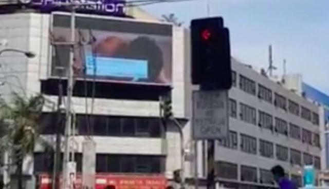 Lagi, Videotron Putar Adegan Porno Bikin Heboh Jalanan