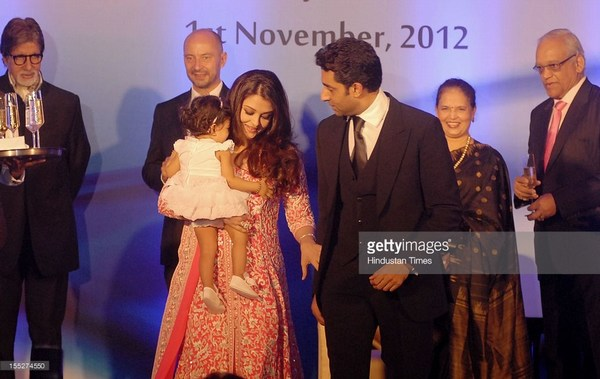 Aish aand abhishek with his daughter Aradhya Bachchan