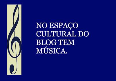 A imagem de fundo azul e caracteres em branco diz: No espaço cultural do blog tem música.