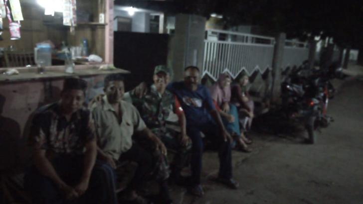 Warung Angkringan, Tempat Silaturahmi Babinsa Lebuawu Dengan Warga