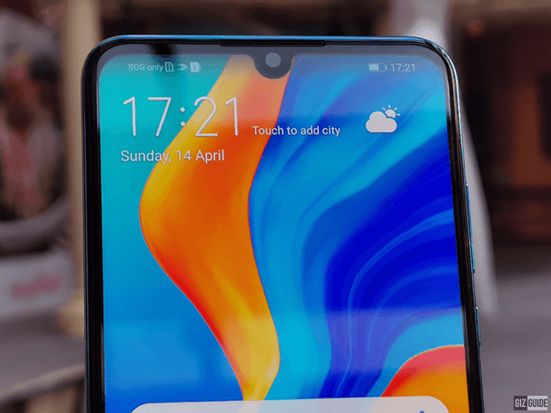 Tiny notch with 32MP camera
