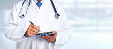 Skandaloze: Injeksionet dhe infuzionet që shkruhen në Ordinanca private po administrohen në ambulanta shtetërore