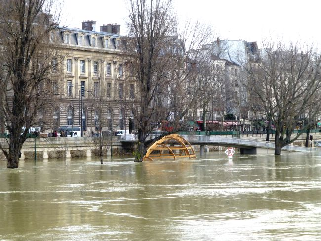 Water level rises at the Seine