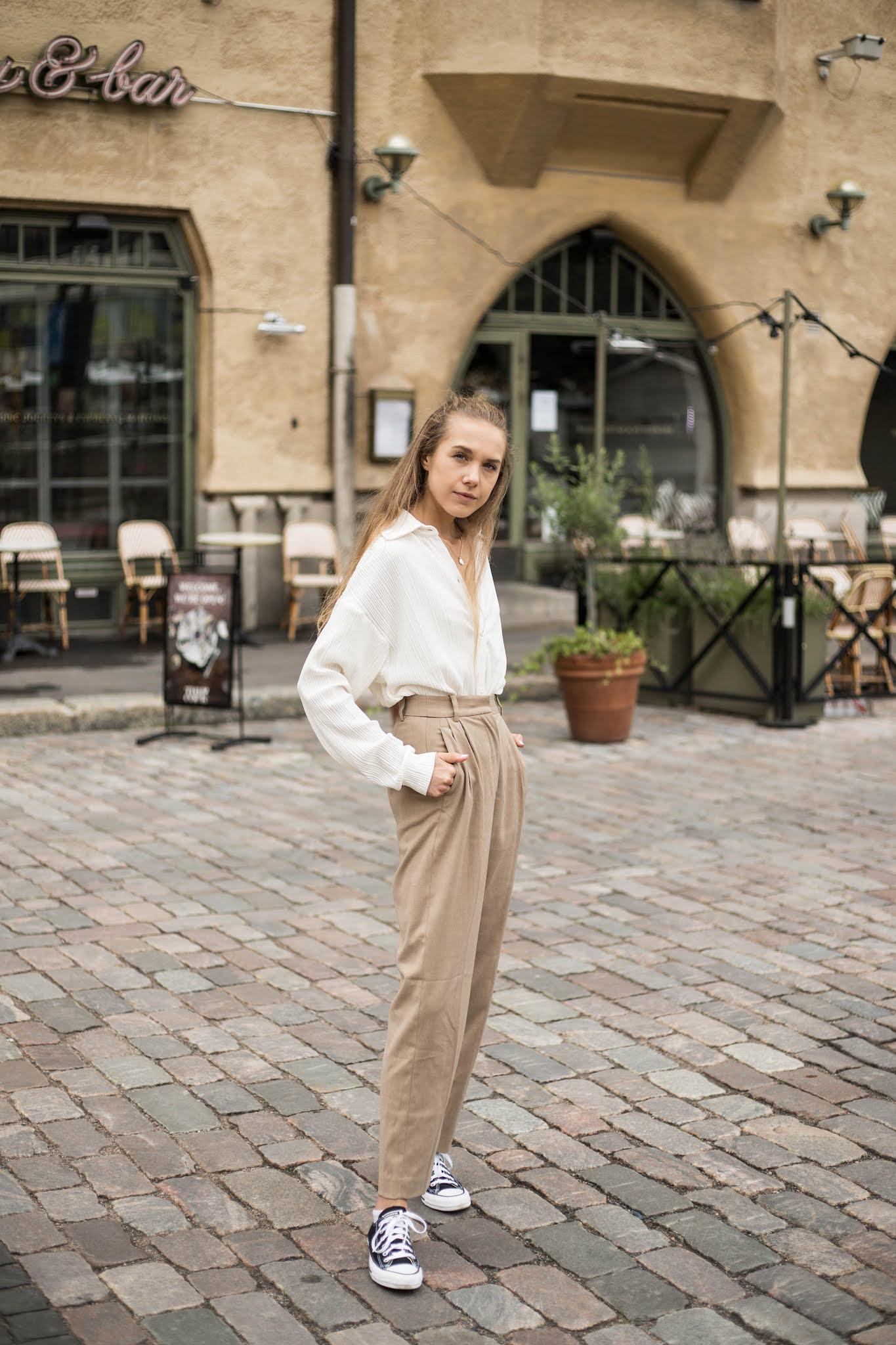 Beige asukokonaisuus, muotibloggaaja, Helsinki // Beige outfit, fashion blogger, Helsinki