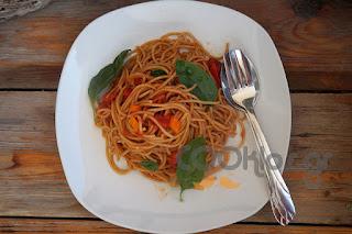 Η συνταγή της Ημέρας: Σπαγγέτι ολικής άλεσης με πικάντικη σάλτσα ντομάτας