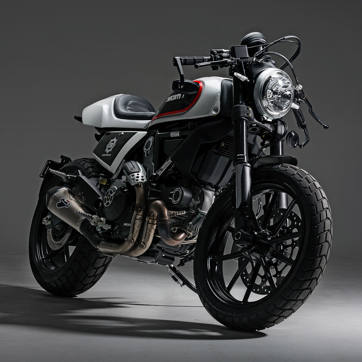 racing caf ducati scrambler by skunk machine. Black Bedroom Furniture Sets. Home Design Ideas