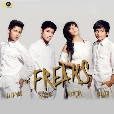 Lirik : The Freaks - Bahagia Dengan Cinta