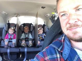 बाप हो तो ऐसा जो अपने बच्चों के लिए कुछ भी कर सकता है, देखें इन 10 तस्वीरों में (Funny Dad And Baby Pics)