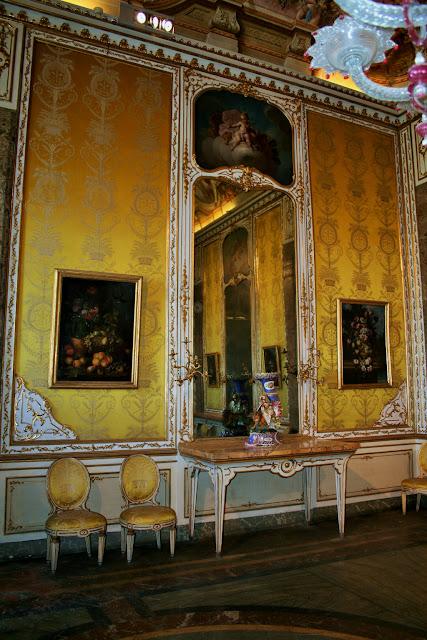 quadri, tele, sprcchio antico, console antica