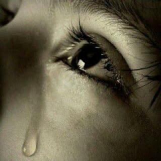 صور عيون تبكي حزينة