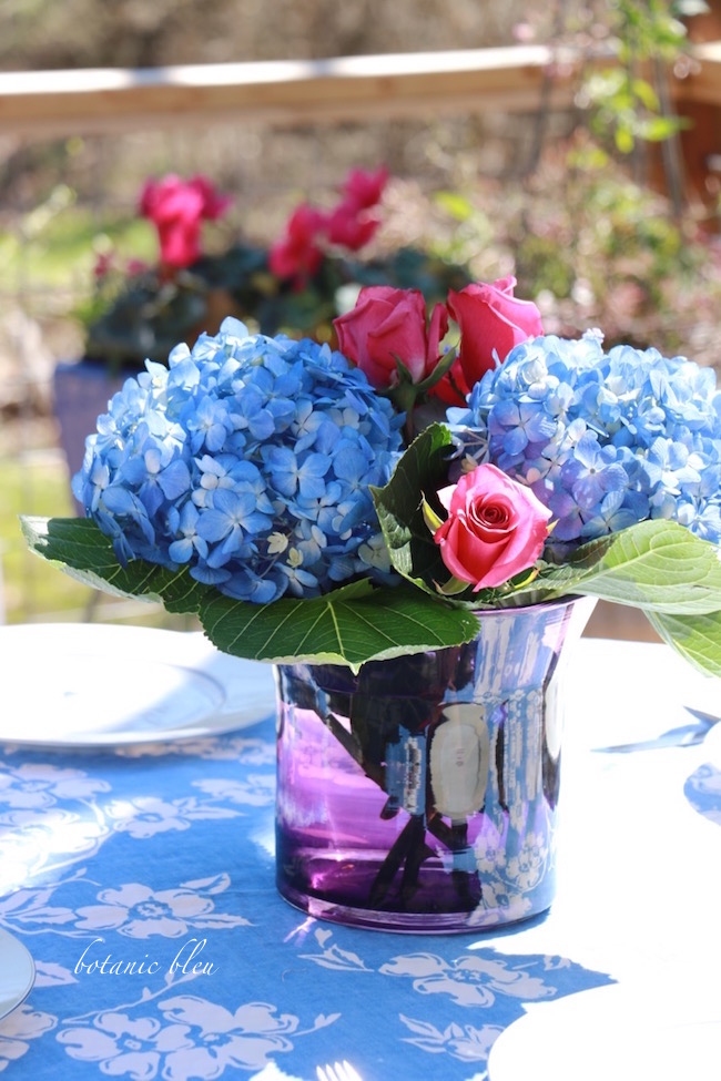 blue-hydrangeas-roses-purple-vase-centerpiece-spring-garden-party