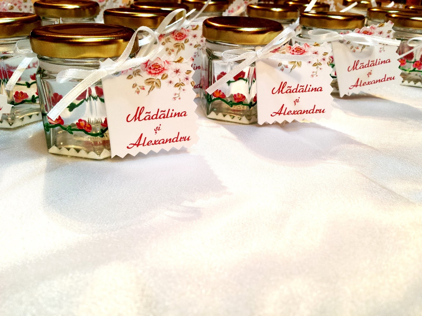 Handmade by Do: Wedding favours - Small Jars painted \