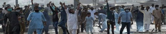 Sense of Betrayal In Pak Police Grows As Imran Khan Govt Negotiated With Banned TLP