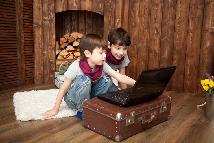 kids on laptop