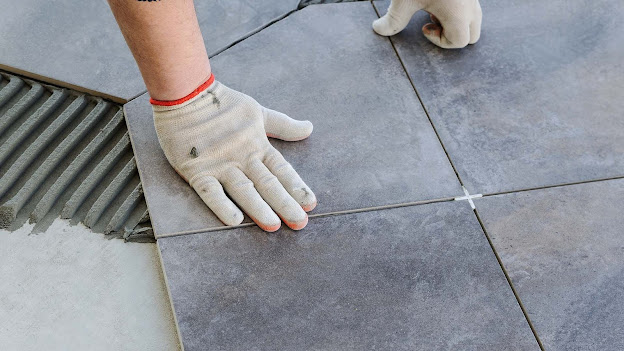 When deciding on the choice of floors for the kitchen, you should be guided not only by your own budget and preferences