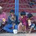 வாழ்வா சாவா என்ற போரட்டத்தின் மத்தியில் தெருவோரம் வாழ்ந்து வரும் குடும்பம்