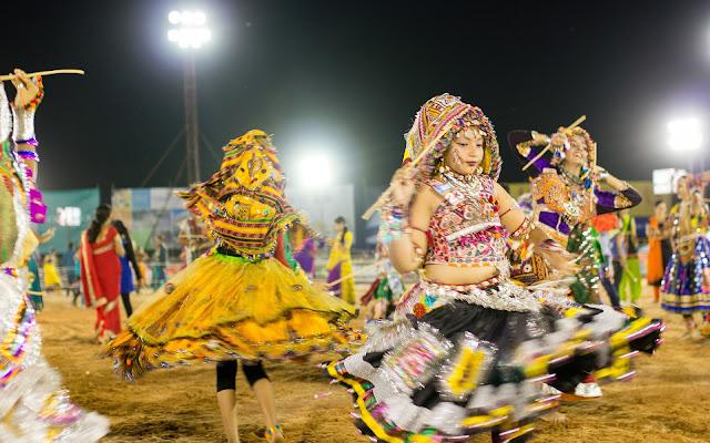 HD Garba Wallpapers,Garba Images,Garba Dance Pictures,Navratri HD garba dance images,Indian Garba Images,Garba Wallpapers HD,Best Navratri Garba Wallpapers.