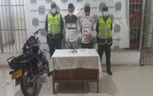 https://www.notasrosas.com/Policía Cesar captura dos personas con armas de fuego, en Valledupar