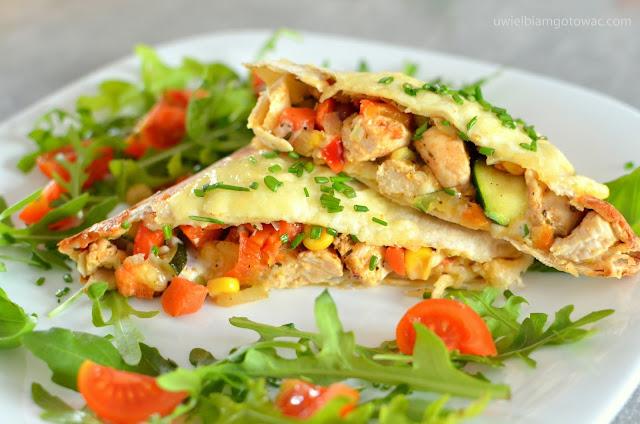 Zapiekane tortille z kurczakiem i warzywami