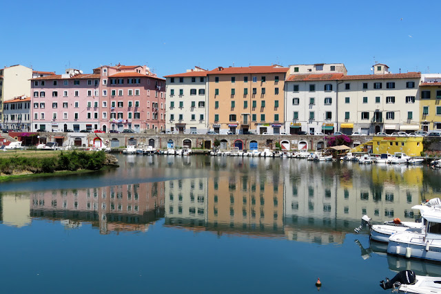 The reflected colors of Scali delle Cantine, Livorno