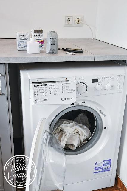 Kissen in der Waschmaschine färben.