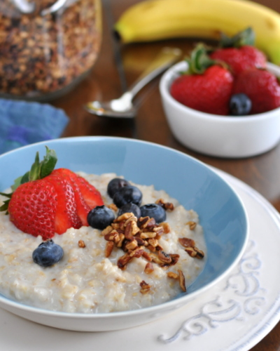 How to Transform Your Morning Oatmeal with Creamy Oatmeal ♥ KitchenParade.com, half steel-cut oats and half old-fashioned rolled oats cooked in part milk, part water. Great texture. Great for meal prep. Weight Watchers Friendly.