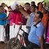 Pastor usa presentes de Natal para evangelizar pessoas carentes no México
