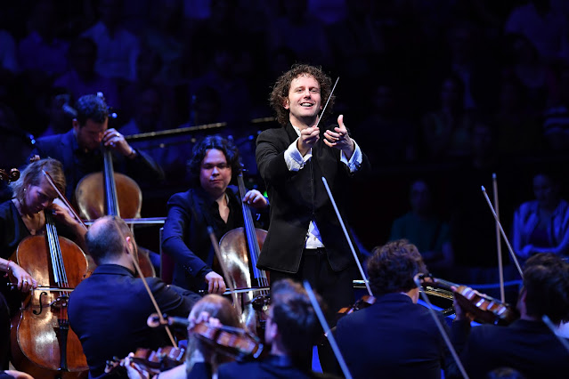 Nicholas Collon and the Aurora Orchestra (Photo Chris Christodoulou)