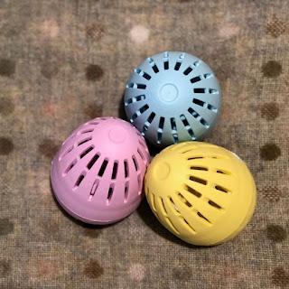 quả trứng giặt Eco có các dòng Không mùi hương (Fragrance Free), Hoa xuân (Spring Blossom) hoặc Vải mềm (Soft Cotton)
