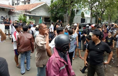 Astaghfirullah... Anggota Fraksi PDIP dan Saksi Ahok Adu Pukul di TPS Ini
