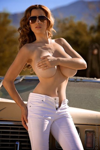 Jordan-Carver-nude-tits-photoshoot-car-dump-image-4