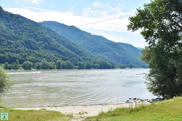Playa a orillas del río Danubio, Austria