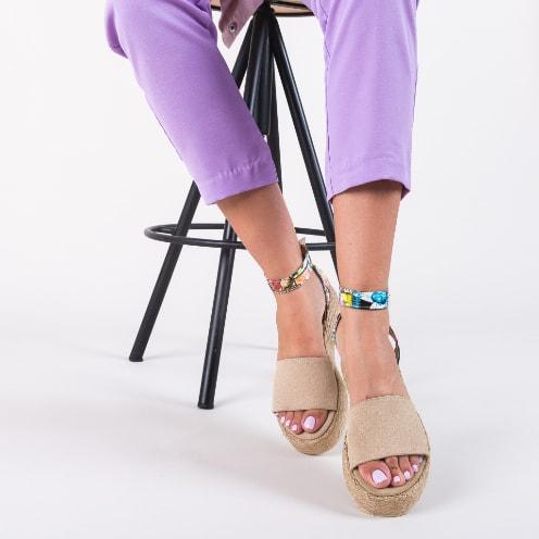 Sandale bej cu imprimeu colorat din piele intoarsa eco