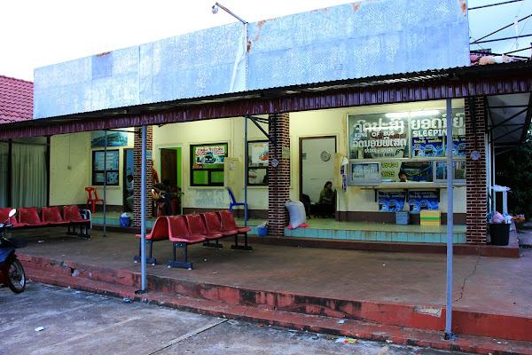 Chitpasong la estacion sur de autobuses del centro de Pakse