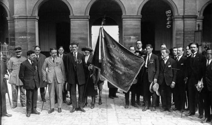 Lliurament de la bandera dels Voluntaris al Museu de l'Exèrcit de París