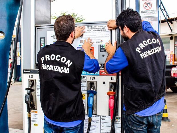 Posto é interditado por comercializar gasolina adulterada em São Luís