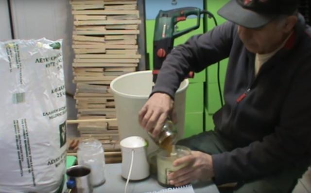 Συνταγή για γυρεόπιτα από τον επαγγελματία μελισσοκόμο Κώστα Παναγιωτίδη video