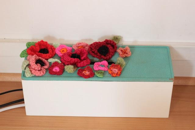 cache prise fleuri crochet
