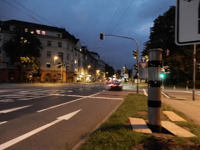 http://www.express.de/duesseldorf/wahre-wunderwerke-der-technik-das-koennen-duesseldorfs-super-blitzer-wirklich-28113812