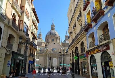 Calle Alfonso, al fondo el Pilar