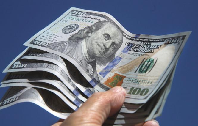 Para contener al dólar, el Banco Central tuvo que vender USD 950 millones en septiembre